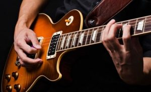 Светы начинающим гитаристам: электрогитара или акустика.