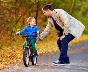 Как научить детей кататься на велосипеде