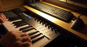 Как выбрать midi-клавиатуру и зачем
